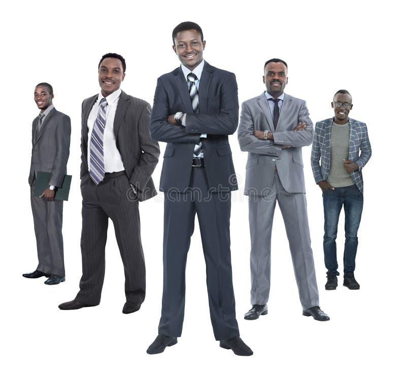 Στην πλήρη αύξηση ηγέτης που στέκεται μπροστά από την επιχειρησιακή ομάδα του στοκ εικόνα με δικαίωμα ελεύθερης χρήσης
