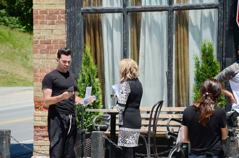 Στην πρόβα ταινιών κολπίσκου ` θέσης ` Schitt ` s που χαρακτηρίζει την καναδικός-αμερικανική ηθοποιό, Catherine Ο ` Hara και Κανα στοκ φωτογραφίες με δικαίωμα ελεύθερης χρήσης