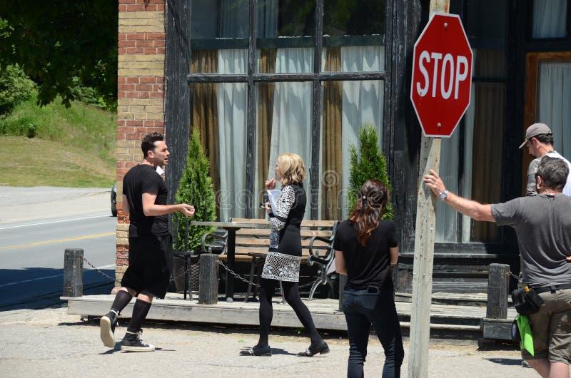 Στην πρόβα ταινιών κολπίσκου ` θέσης ` Schitt ` s που χαρακτηρίζει την καναδικός-αμερικανική ηθοποιό, Catherine Ο ` Hara και Κανα στοκ εικόνα με δικαίωμα ελεύθερης χρήσης
