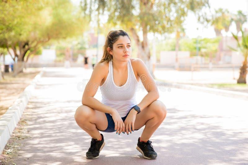στηργμένος γυναίκα workout στοκ εικόνα με δικαίωμα ελεύθερης χρήσης
