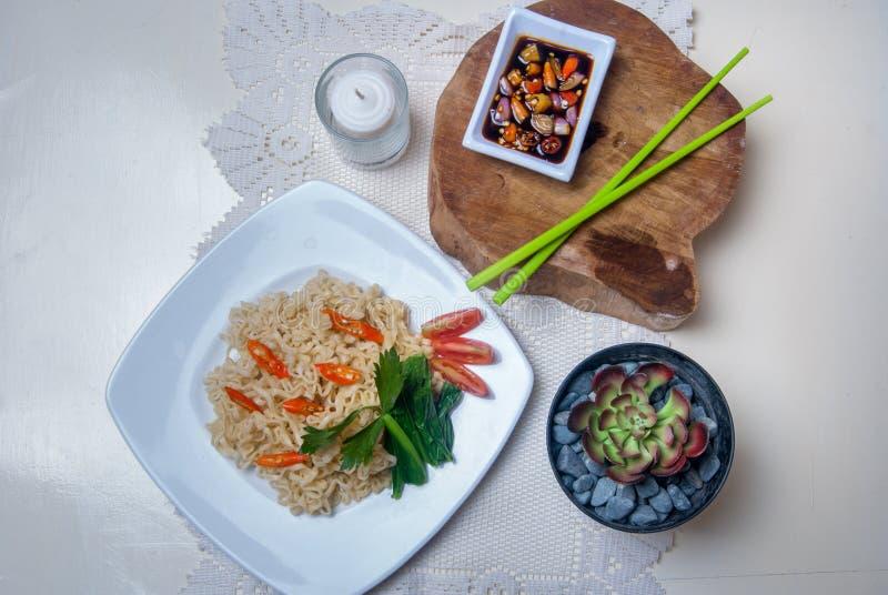 Download Στιγμιαία νουντλς με τα ασιατικά γούστα Στοκ Εικόνες - εικόνα από κουζίνα, στιγμιαίος: 62713264