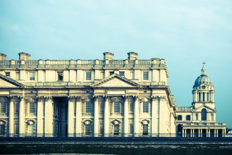 Στις 17 Αυγούστου του Λονδίνου, Ηνωμένο Βασίλειο †«: Μέρος του παλαιού κτηρίου κατά μήκος του ρ στοκ φωτογραφίες