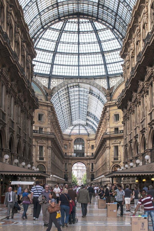 Στοά αγορών και μόδας στο Μιλάνο στοκ εικόνες με δικαίωμα ελεύθερης χρήσης