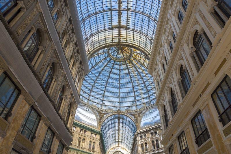 Στοά του Umberto I στη Νάπολη, Ιταλία μια ηλιόλουστη ημέρα στοκ εικόνες