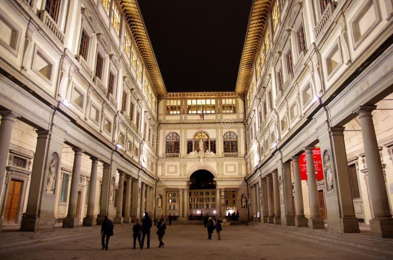 Στοά Uffizi τή νύχτα στοκ εικόνες