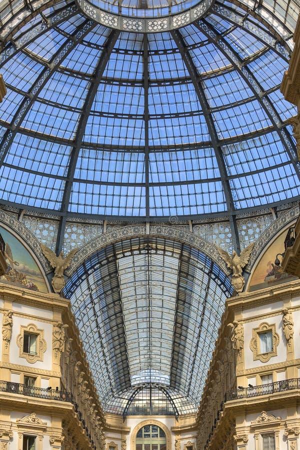 Στοά Vittorio Emanuele ΙΙ, λεωφόρος αγορών πολυτέλειας, Μιλάνο, Ιταλία στοκ εικόνα με δικαίωμα ελεύθερης χρήσης