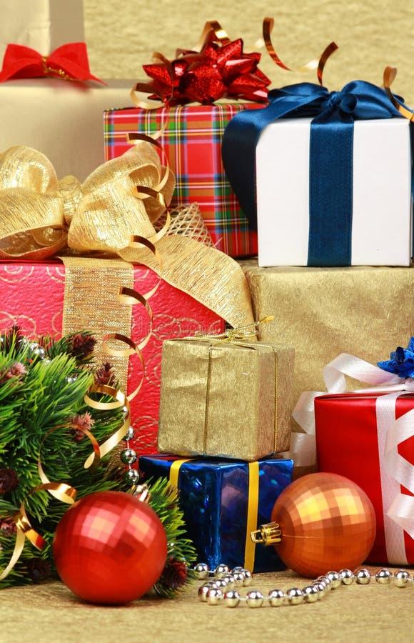 στοίβα δώρων κιβωτίων στοκ εικόνα με δικαίωμα ελεύθερης χρήσης