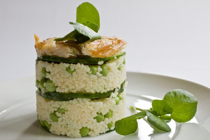 στοίβα σαλάτας σκουμπριών στοκ φωτογραφία