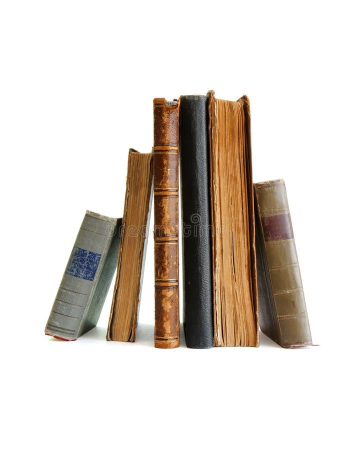 Στοίβα της παλαιάς στάσης βιβλίων που απομονώνεται στοκ εικόνες