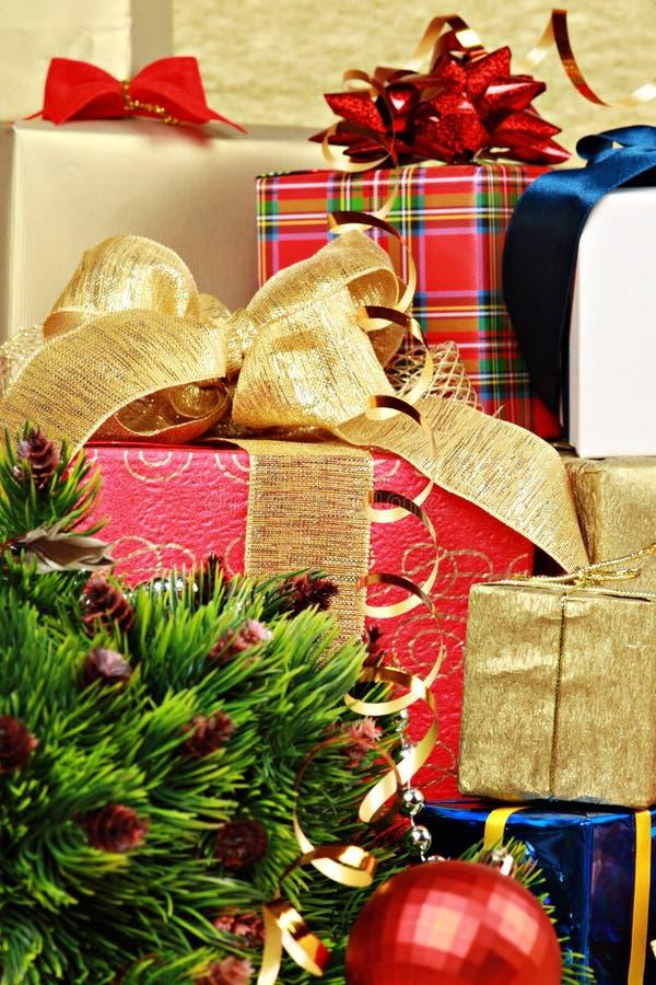 Στοίβα των κιβωτίων δώρων Χριστουγέννων στοκ εικόνα