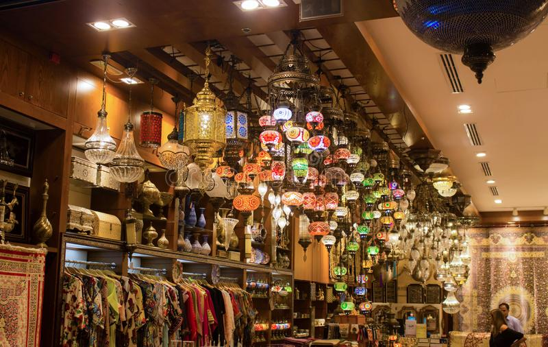 Στοιχεία βιοτεχνίας στη λεωφόρο του Ντουμπάι στοκ εικόνες