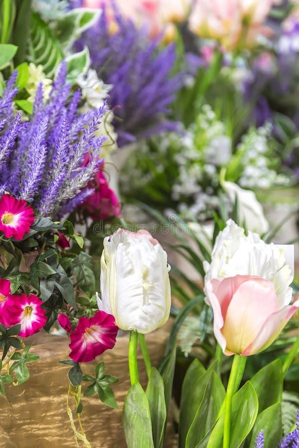 Στοιχεία και λεπτομέρειες του κήπου και του εγχώριων ντεκόρ και του εσωτερικού Floral υπόβαθρο με το διάστημα αντιγράφων από τις  στοκ εικόνες με δικαίωμα ελεύθερης χρήσης