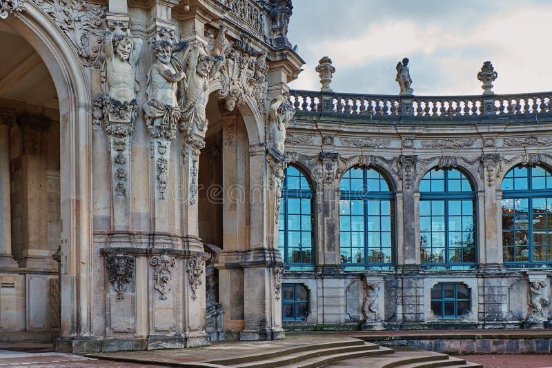 Στοιχεία της πρόσοψης του καθεδρικού ναού της Δρέσδης της ιερού τριάδας ή του Hofkirche στη Δρέσδη, Σαξωνία, Γερμανία στοκ φωτογραφία με δικαίωμα ελεύθερης χρήσης