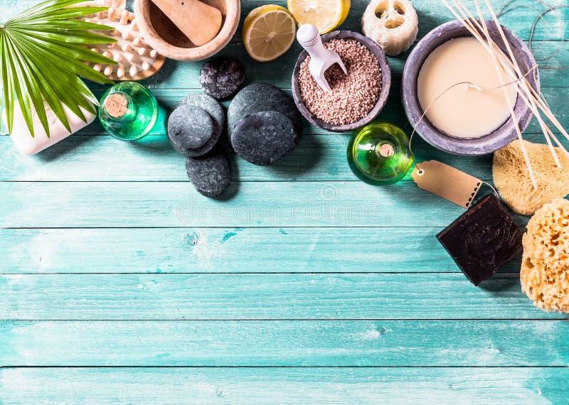 Στοιχεία Aromatherapy που τακτοποιούνται στο υπόβαθρο στοκ εικόνες με δικαίωμα ελεύθερης χρήσης