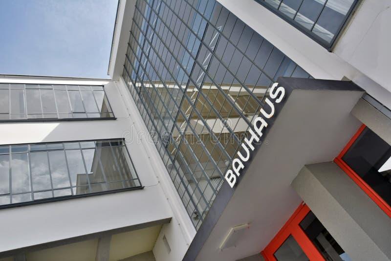 Στοιχείο της γυαλί-συγκεκριμένης πρόσοψης του κτηρίου Bauhausgebaude σε dessau-Rosslau στοκ εικόνα με δικαίωμα ελεύθερης χρήσης