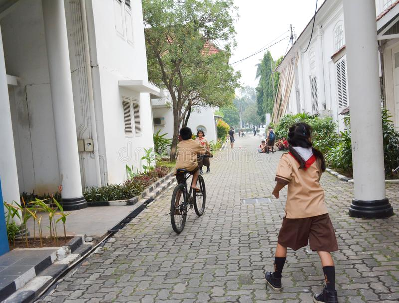 Στοιχειώδης ανίχνευση Τζακάρτα αγοριών και κοριτσιών στοκ φωτογραφίες με δικαίωμα ελεύθερης χρήσης