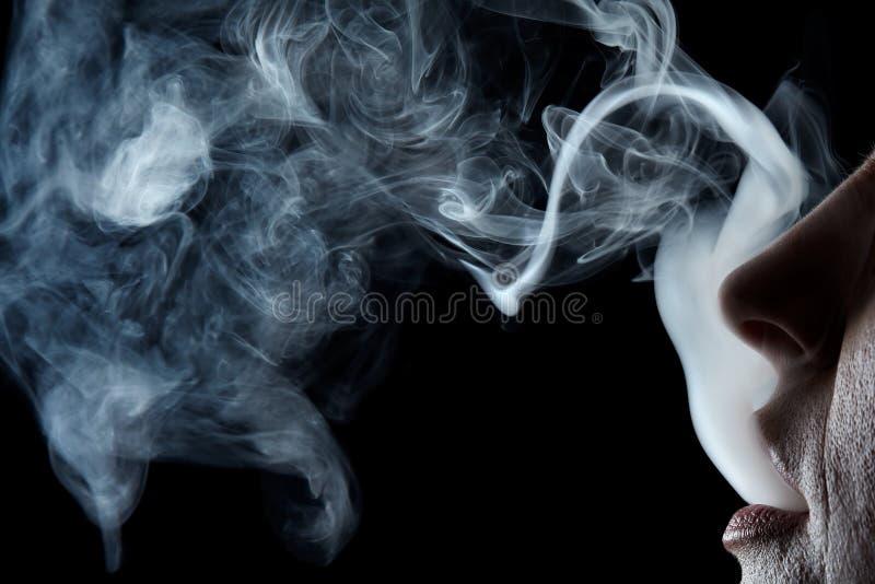 στοματικός καπνός στοκ εικόνα με δικαίωμα ελεύθερης χρήσης