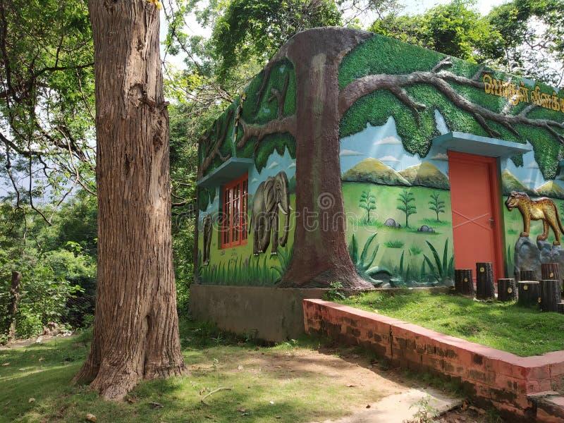 Στον τρόπο των πτώσεων Kovai kutralam στοκ εικόνες