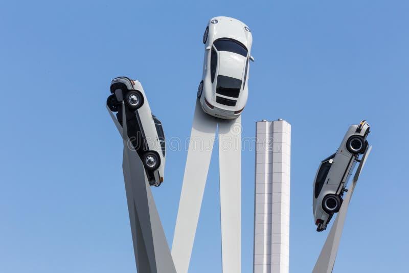Στουτγάρδη, baden-Wurttemberg/Γερμανία - 21 08 18: το γλυπτό Στουτγάρδη εργοστασίων της Porsche η Γερμανία στοκ εικόνα με δικαίωμα ελεύθερης χρήσης
