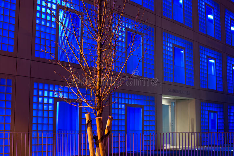 Δημόσια βιβλιοθήκη της Στουτγάρδης τη νύχτα στοκ εικόνες με δικαίωμα ελεύθερης χρήσης