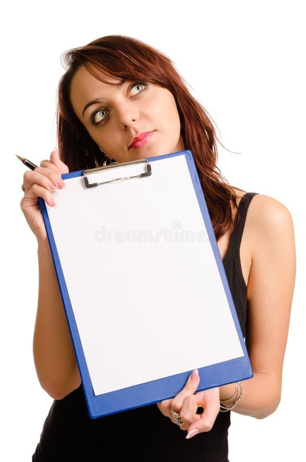 Στοχαστική γυναίκα που κρατά ένα κενό στοκ εικόνες με δικαίωμα ελεύθερης χρήσης