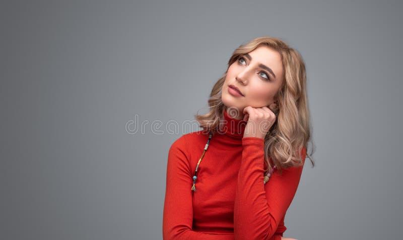 Στοχαστική κυρία που ανατρέχει στοκ εικόνες