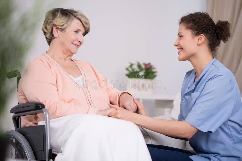 Στοχαστική νέα νοσοκόμα στοκ εικόνες