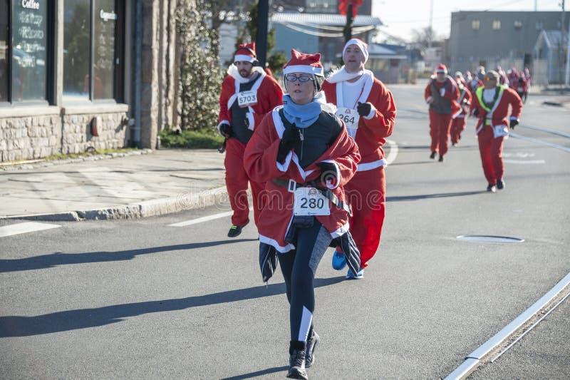 Στοχαστική ορμή στο τέρμα του τρεξίματος Santa στοκ φωτογραφία με δικαίωμα ελεύθερης χρήσης