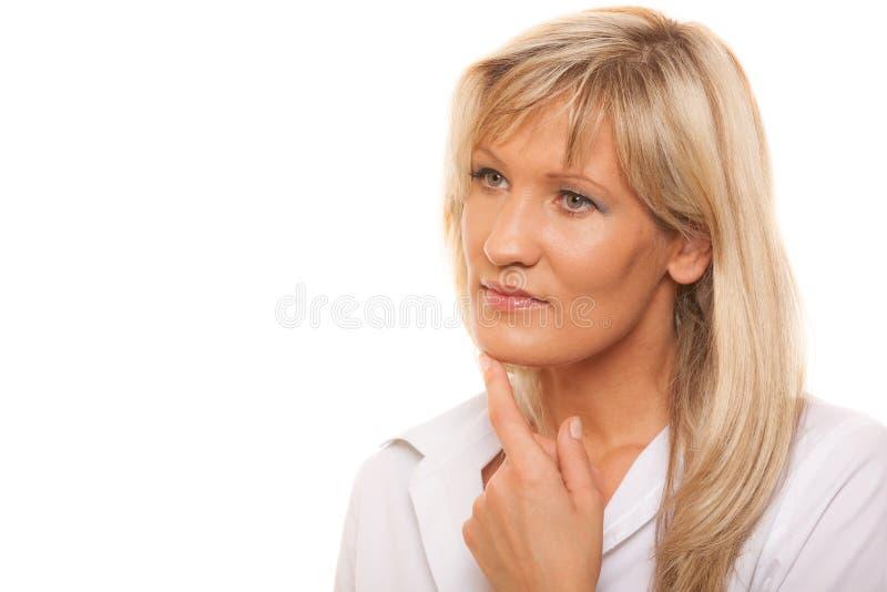 Στοχαστική σκεπτική ώριμη γυναίκα πορτρέτου που απομονώνεται στοκ εικόνες με δικαίωμα ελεύθερης χρήσης