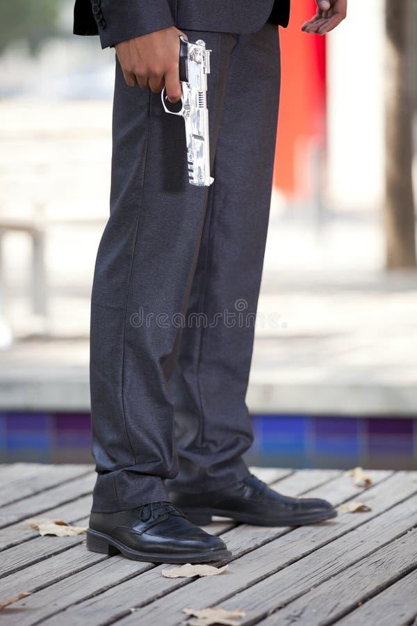 στοχεύοντας το πυροβόλο όπλο ποδιών δικοί του δικοί στοκ φωτογραφία με δικαίωμα ελεύθερης χρήσης