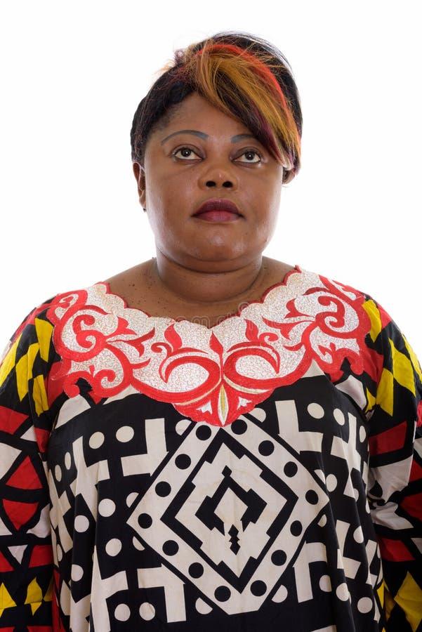 Στούντιο που πυροβολείται της παχιάς σκέψης γυναικών μαύρων Αφρικανών ανατρέχοντας στοκ εικόνες με δικαίωμα ελεύθερης χρήσης