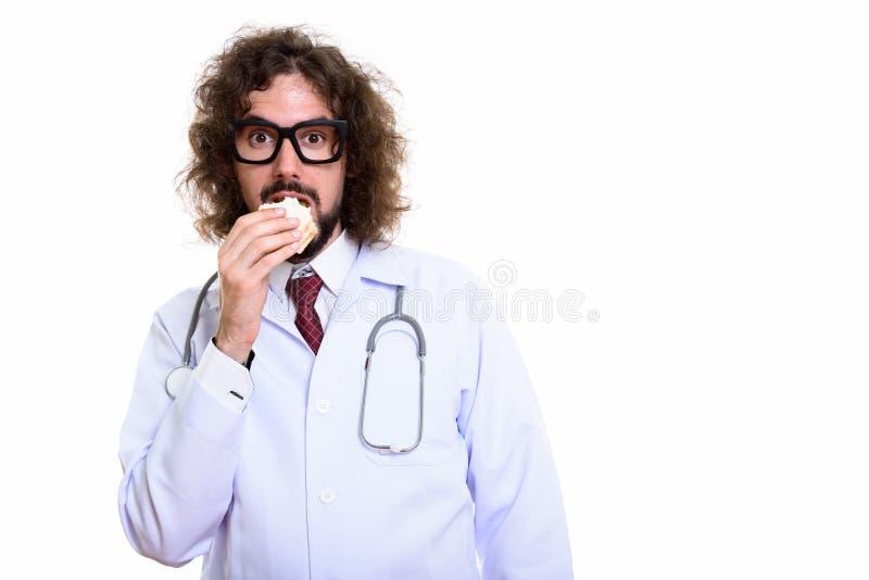 Στούντιο που πυροβολείται του όμορφου γιατρού ατόμων που τρώει το σάντουιτς στοκ εικόνα με δικαίωμα ελεύθερης χρήσης