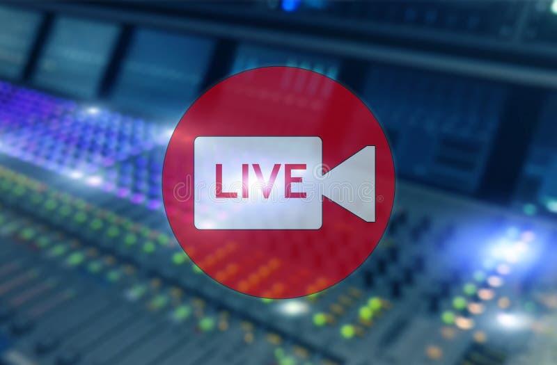 Στούντιο ραδιοφωνικής αναμετάδοσης ή ζωντανός Δωμάτιο ραδιοφωνικής μετάδοσης Επιγραφή ζωντανή στην επαγγελματική ακουστική επιτρο ελεύθερη απεικόνιση δικαιώματος