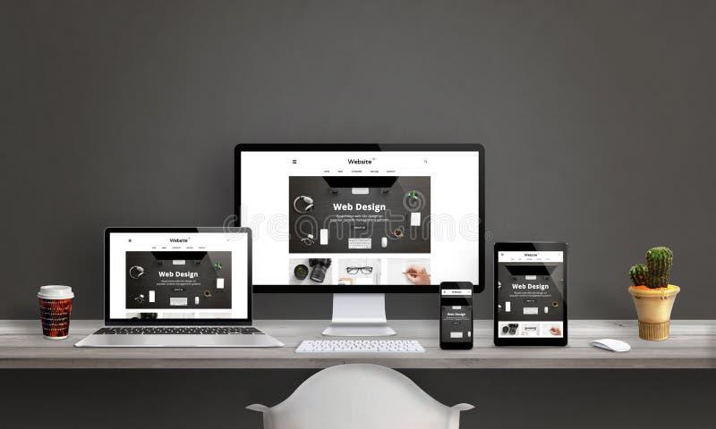 Στούντιο σχεδίου Ιστού με την απαντητική προώθηση ιστοχώρου απεικόνιση αποθεμάτων