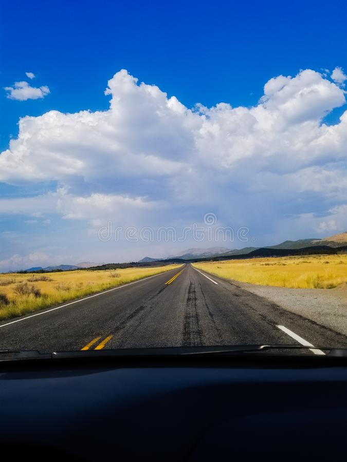 Στο δρόμο πάλι στοκ φωτογραφία με δικαίωμα ελεύθερης χρήσης