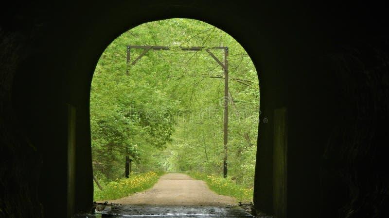 Στο εσωτερικό που κοιτάζει έξω στοκ εικόνα με δικαίωμα ελεύθερης χρήσης