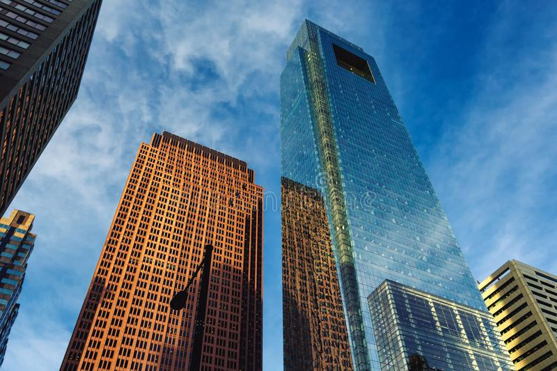 Στο κέντρο της πόλης άποψη ουρανοξυστών της Φιλαδέλφειας με τις αντανακλάσεις στο γυαλί στοκ εικόνα με δικαίωμα ελεύθερης χρήσης