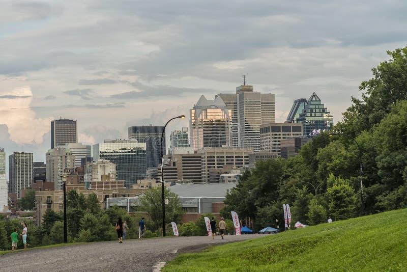 Στο κέντρο της πόλης άποψη του Μόντρεαλ από Mont βασιλικό στοκ φωτογραφία με δικαίωμα ελεύθερης χρήσης