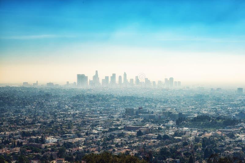 Στο κέντρο της πόλης κτήρια ουρανοξυστών και προάστια του Λος Άντζελες από GR στοκ φωτογραφίες