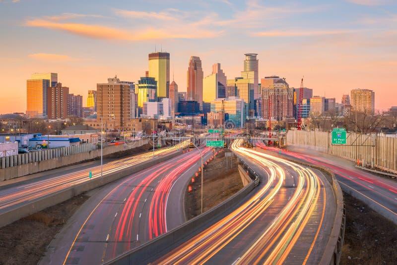 Στο κέντρο της πόλης ορίζοντας της Μινεάπολη σε Μινεσότα, ΗΠΑ στοκ εικόνα
