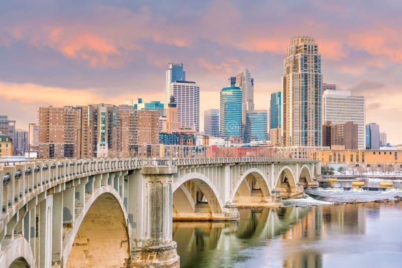 Στο κέντρο της πόλης ορίζοντας της Μινεάπολη σε Μινεσότα, ΗΠΑ στοκ φωτογραφία
