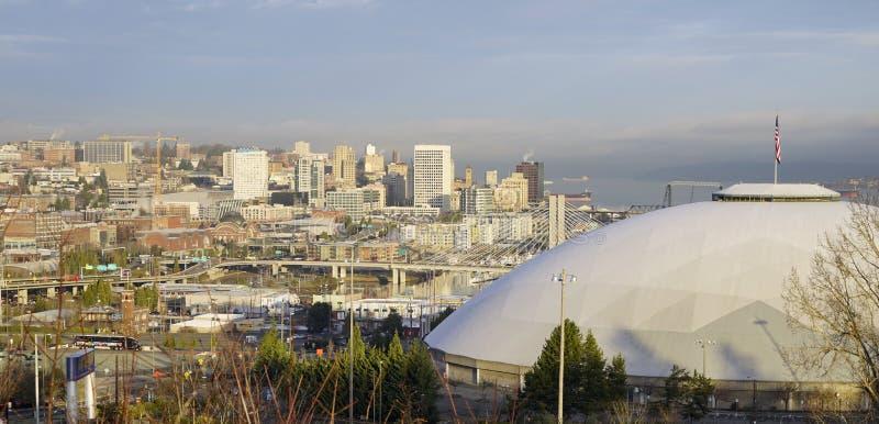 Στο κέντρο της πόλης ορίζοντας πόλεων του Τακόμα κόλπων έναρξης ανατολής στοκ εικόνα με δικαίωμα ελεύθερης χρήσης