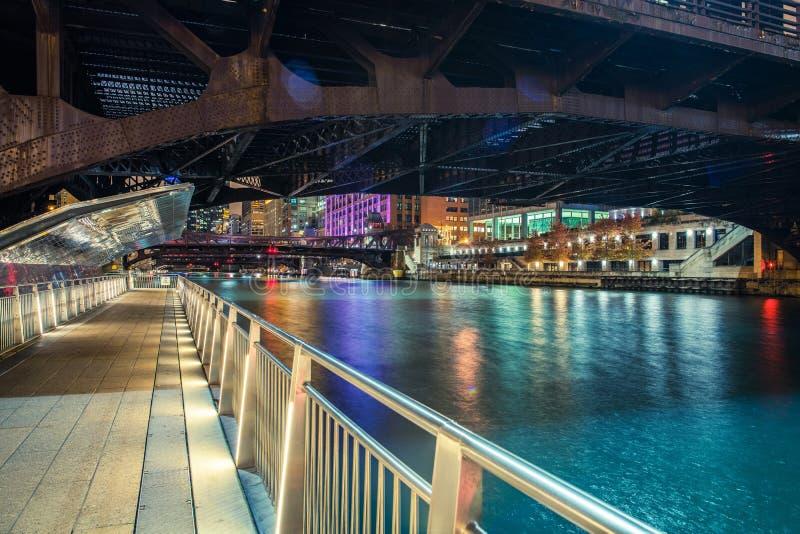Στο κέντρο της πόλης Σικάγο Riverwalk στοκ φωτογραφία