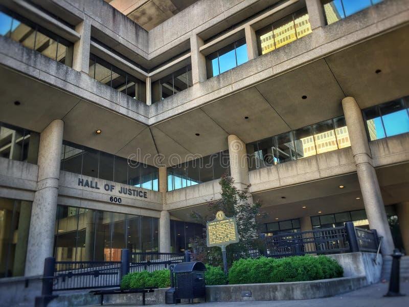 Στο κέντρο της πόλης αίθουσα της Λουισβίλ σπιτιών δικαστηρίου της δικαιοσύνης στοκ εικόνες
