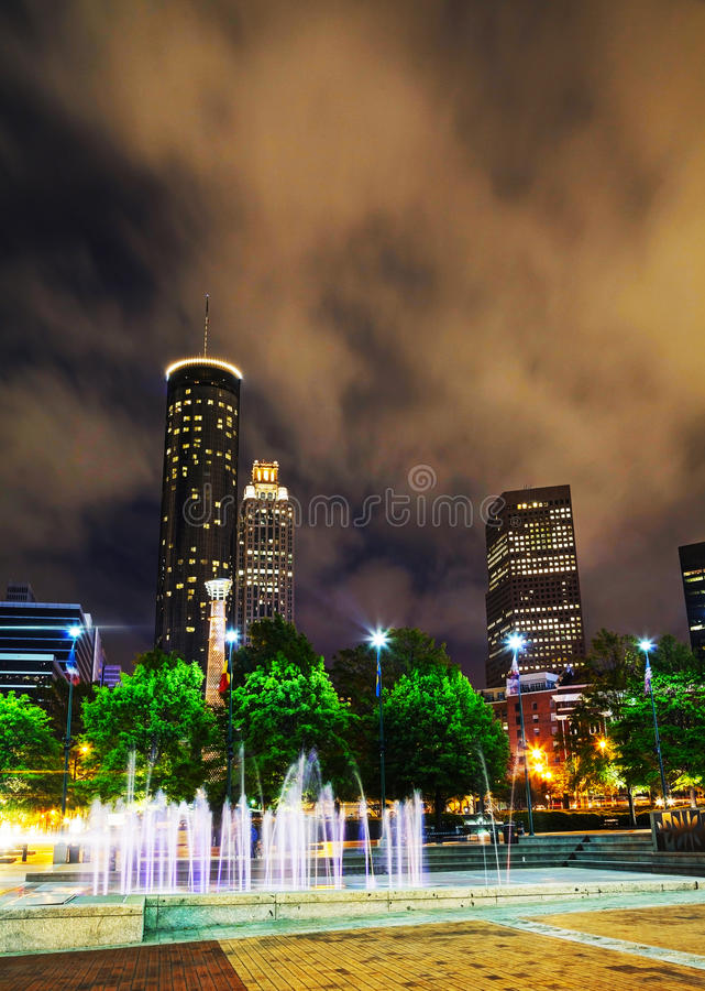 Στο κέντρο της πόλης Ατλάντα στη νύχτα στοκ εικόνα με δικαίωμα ελεύθερης χρήσης