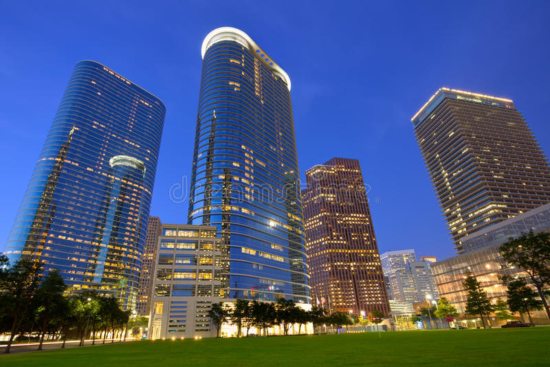 Στο κέντρο της πόλης ηλιοβασίλεμα οριζόντων του Χιούστον στο Τέξας ΗΠΑ στοκ εικόνες με δικαίωμα ελεύθερης χρήσης