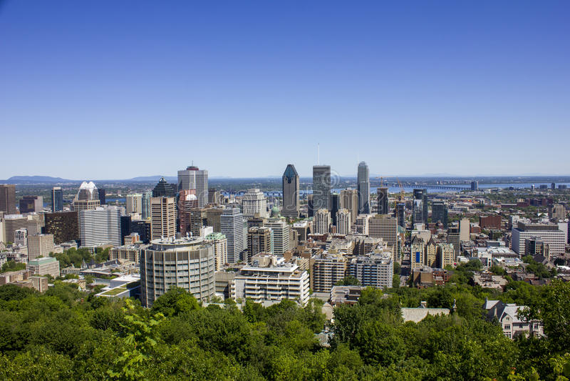 Στο κέντρο της πόλης Μόντρεαλ μια θερινή ημέρα στοκ εικόνα