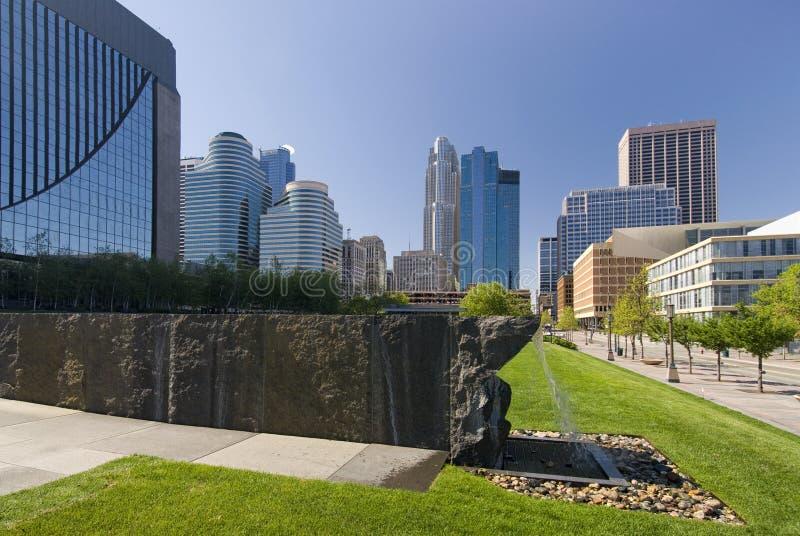 Στο κέντρο της πόλης ορίζοντας της Μινεάπολη, Μινεσότα, ΗΠΑ στοκ εικόνα