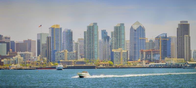Στο κέντρο της πόλης ορίζοντας του Σαν Ντιέγκο, πανοραμικό Vista στοκ φωτογραφία