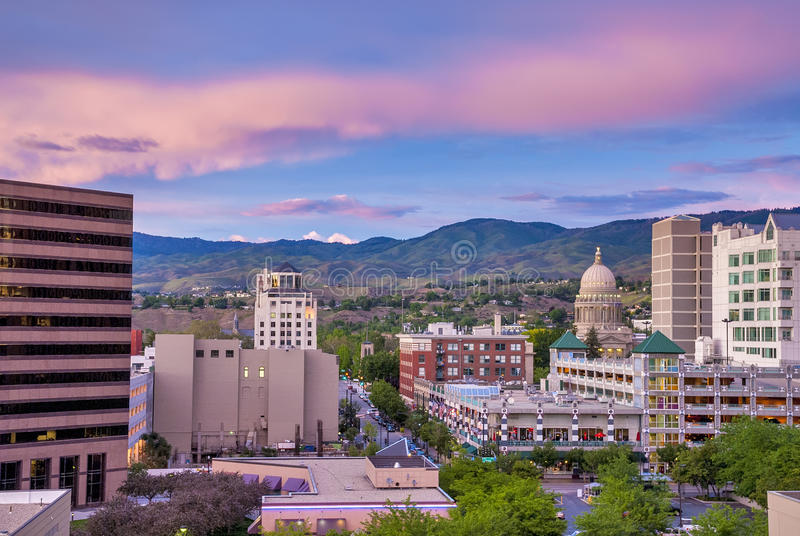Στο κέντρο της πόλης Boise Αϊντάχο αμέσως μετά από το ηλιοβασίλεμα με το κύριο κτήριο στοκ φωτογραφίες με δικαίωμα ελεύθερης χρήσης